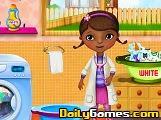 Doctora Juguetes lavando la ropa